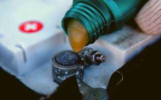 Как защитить клеммы аккумулятора? Электропроводящие смазки для лучшего контакта