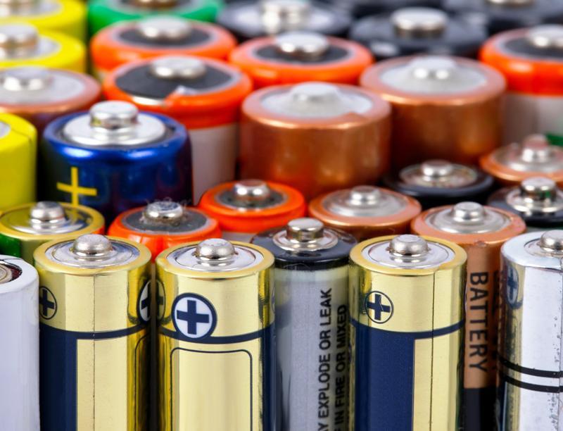 Какие материалы используют при изготовлении батареек