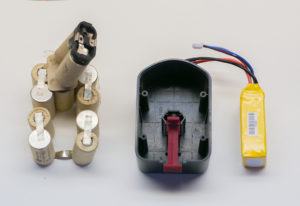 Как разобрать аккумулятор от шуруповёрта