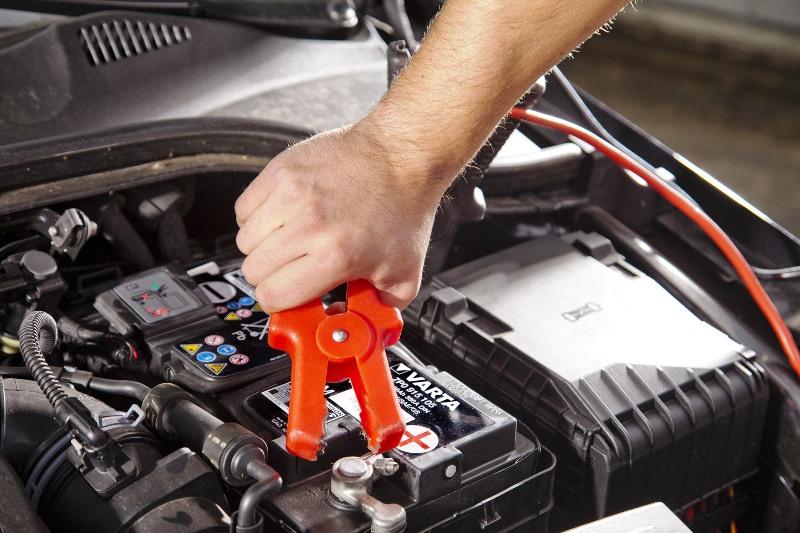 Как следует заряжать автомобильный аккумулятор?