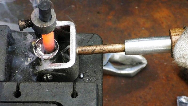 Восстанавливаем клеммы аккумулятора
