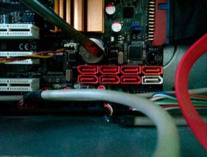 Расположение батарейки на материнской плате компьютера