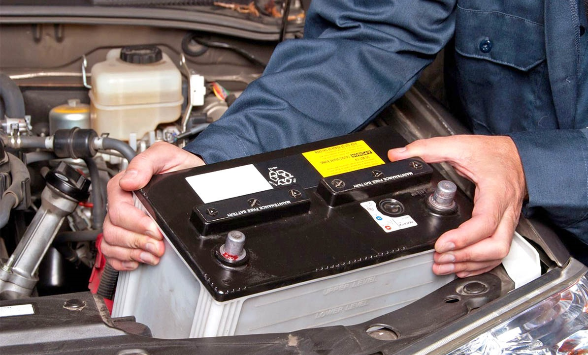 Чтобы зарядное устройство поместилось на свое место заранее сверьте и оцените габариты корпуса