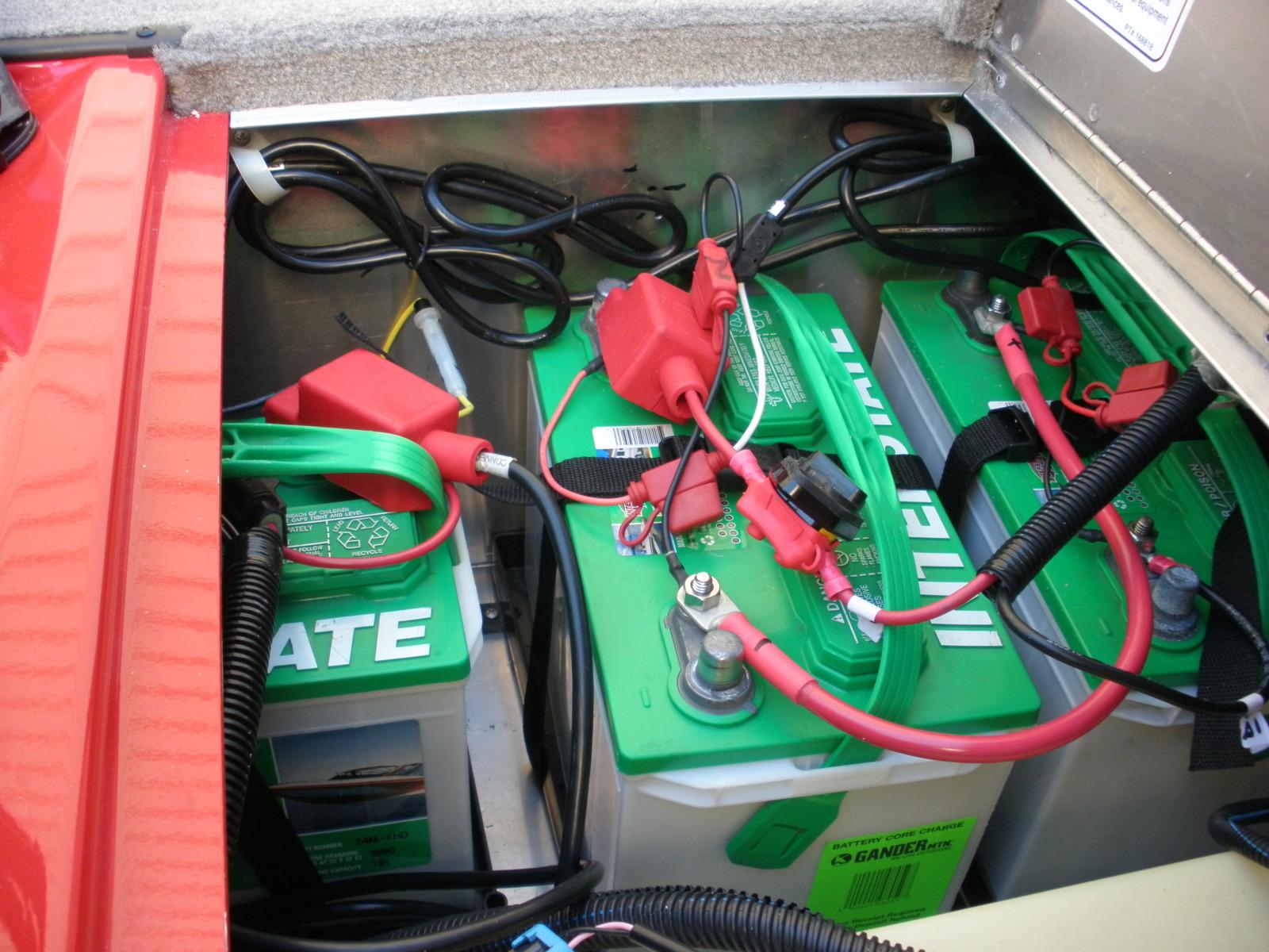 Зарядка аккумулятора в лодке