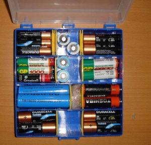 Батарейку нельзя класть в холодильник, нагревать и разбирать