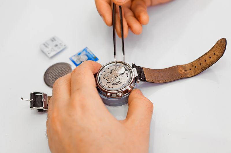 Как поменять батарейку в наручных часах: замена батарейки самостоятельно